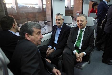 Blanco, Griñán, Monteseirín y García Garrido, en el viaje inaugural de la línea C5. | J. Morón