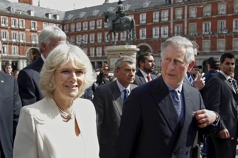 Carlos de Inglaterra y Camilla, en la Plaza Mayor de Madrid. | Epa