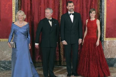 Los Duques de Cornualles y los Príncipes de Asturias, en la cena oficial. | Efe