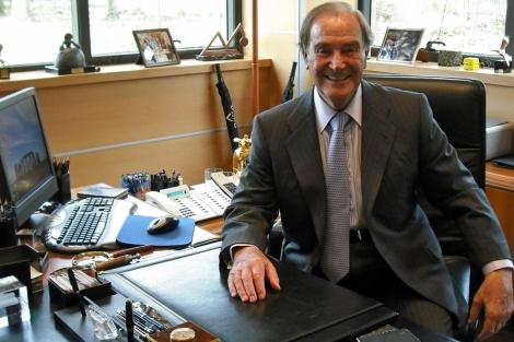 Antonio García en la mesa de su despacho. | Fotos: J. S. C.