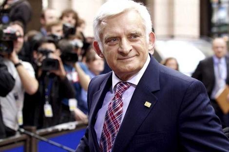 Buzek, a su llegada a la cumbre de los líderes de la UE el día 24.| Efe