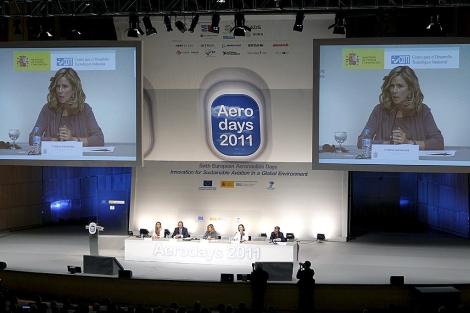 La ministra de Ciencia y Tecnología, Cristina Garmendia, durante la inauguración de la VI edición de 'Aerodays 2011', en Madrid. | Angel Díaz