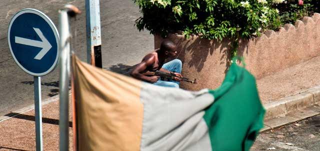 Tropas leales a Gbagbo en las calles de Abiyán. | Afp