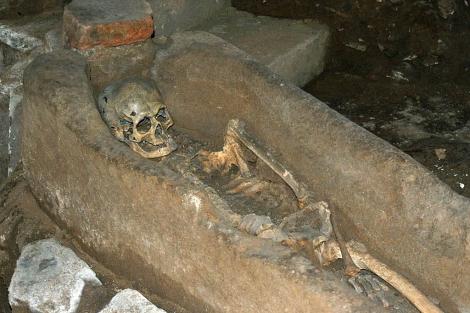 La fosilización de los cuerpos de la necrópolis sueva ha permitido su conservación. | M. M.