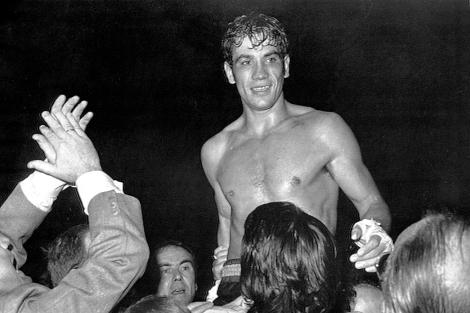 Perico Fernández, tras un combate, en 1974. | Efe