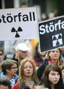 Manifestantes alemanes contra las centrales nucleares.   Uwe Zucchi/Efe