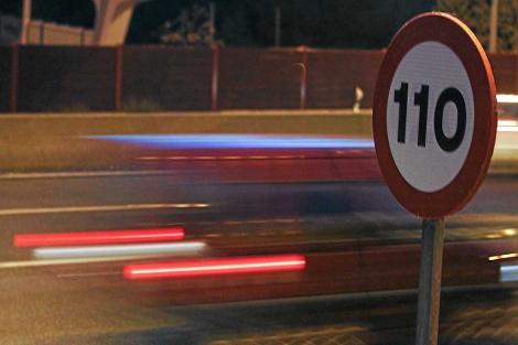 Señal de tráfico con el nuevo límite de velocidad a 110 km/h. | Alberto Cuéllar