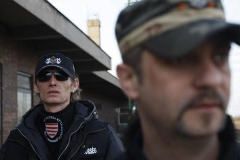 Miembros de la milicia durante una patrulla.| AFP