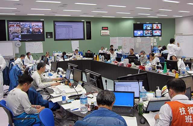Trabajadores de la empresa TEPCO en una reunión de urgencia a principios de abril. | Afp