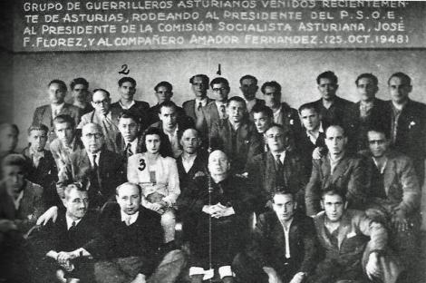 'Gafas' (1), César Ríos (2) y Antonia Rodríguez (3), de la Federación de Guerrillas de Galicia-León, con Indalecio Prieto en el 48.   'A agonía do león'