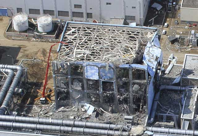 Vista aérea de uno de los reactores de la central nuclear accidentada en Fukushima. | Reuters