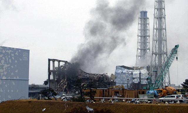 Vídeo del reactor número 4 durante el incendio que sufrió esta madrugada. | Reuters