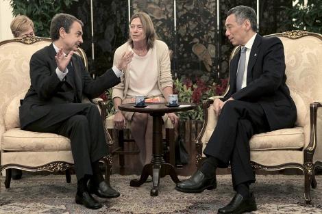 Zapatero, conversa con el primer ministro de Singapur, Lee Hsien Loong. | Efe