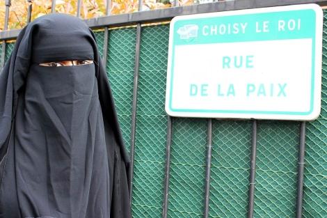 Hild, ataviada con su burka.   R.V.