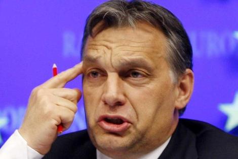 Orban, en una rueda de prensa en Bruselas.| Ap