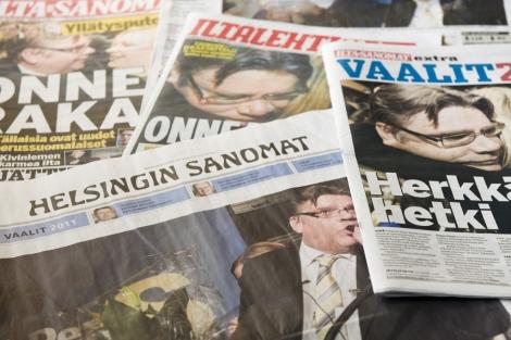 Distintas portadas reflejan la victoria de los Verdaderos Finlandeses. | Afp
