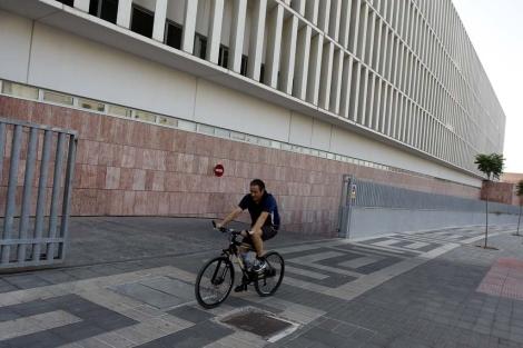 Entrada al aparcamiento de la Ciudad de la Justicia. | ELMUNDO.es