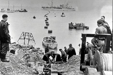 Colocación de los cables submarinos en los 50