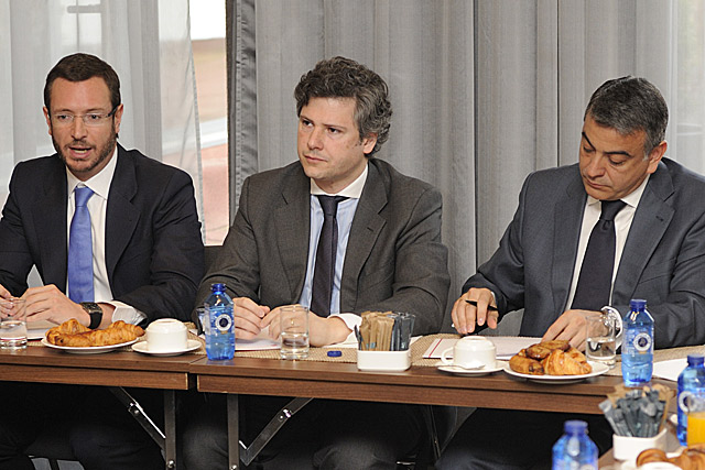 Maroto, candidato a Vitoria del PP, Antepera, presidente de Ajebask, y De Andrés, candidato a diputado general. | P. González