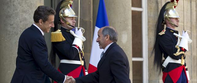 Sarkozy recibe a Abdelyalil en París. | Efe