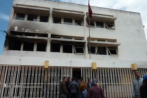 Uno de los edificios incendiado en la ciudad universitaria de Rabat. | Erena Calvo