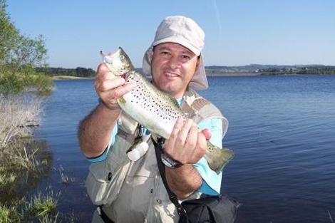 Eduardo García Carmona, autor del libro y apasionado de la pesca.