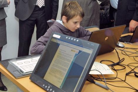 El primer 'e-book' accesible durante la presentación de esta mañana.| ONCE