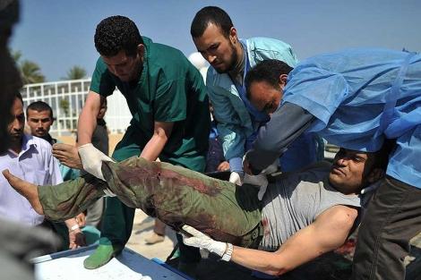 Un libio herido en Misrata.| afp