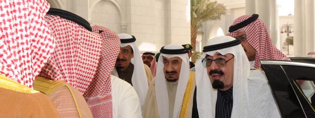 El rey de Arabia Saudí, Saud Abdulaziz bin Nasser al Saud, en la derecha de la imagen. | Spa