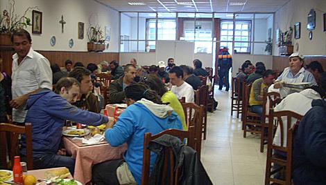 Interior del comedor de Cocina Económica.   M. N.