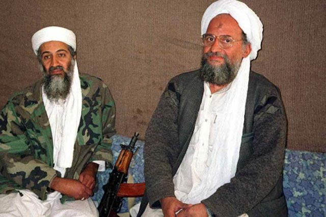 Osama bin Laden, sentado junto a su posible sucesor Ayman al-Zawahiri. | Reuters