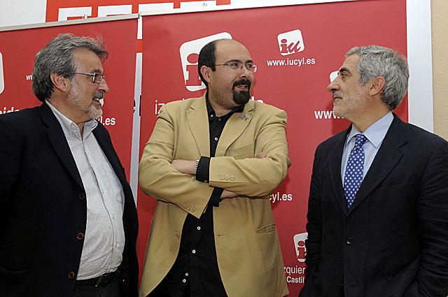 Llamazares, con los candidatos a la Alcaldía de León y las Cortes de Castilla y León. | Efe | J. Casares
