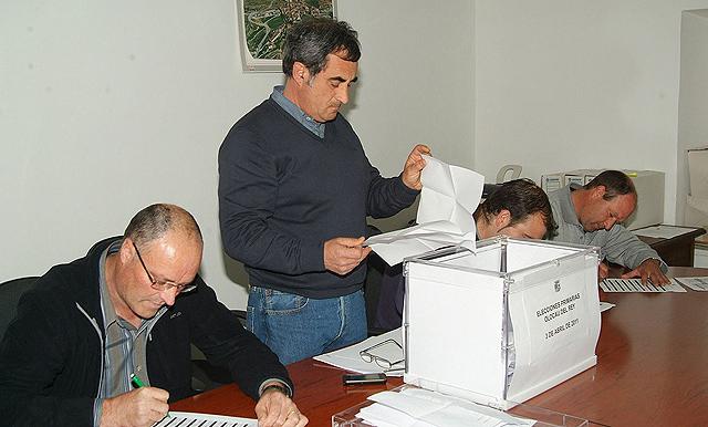 Imagen de la votación de las primarias en Olocau del Rey. | E.M.
