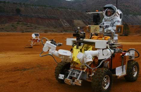 El astronauta realiza un paseo en el rover 'Eurobot'. | Agencia Espacial Europea.
