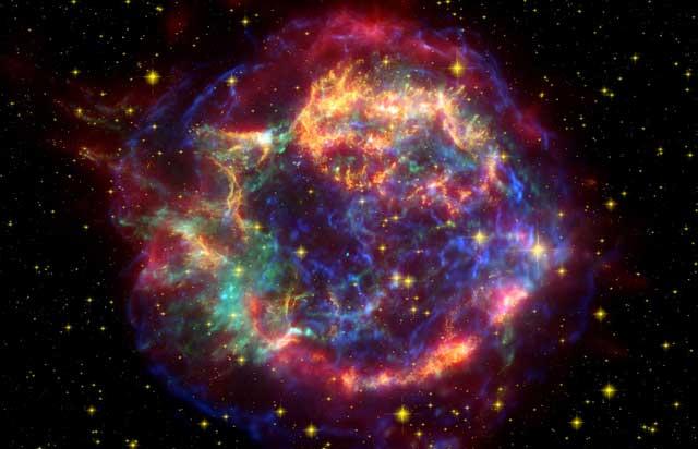 'Casiopea A' observada desde el espacio en el infrarrojo, visible y rayos X | NASA/ESA, SST, JPL-Caltech, Krause et al.
