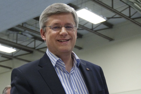 Stephen Harper, tras votar en un colegio electoral de Calgary. | Reuters