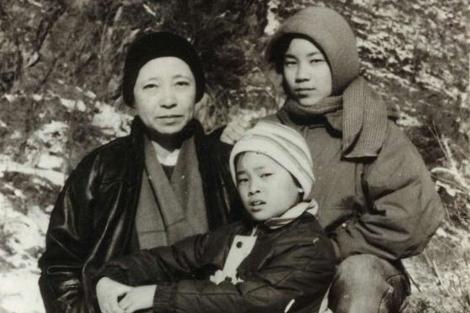 Foto de la familia Oh en 1991, única que se conoce tomada dentro del campo de Yodok.| AI