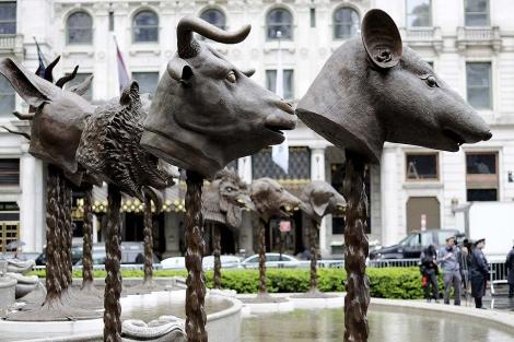 Escultura expuesta en Nueva York del artista disidente chino Ai Weiwei.   Efe