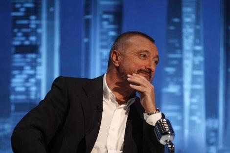 Pérez-Reverte, durante su visita a el programa 'En confianza', de VEO 7.   A. Heredia