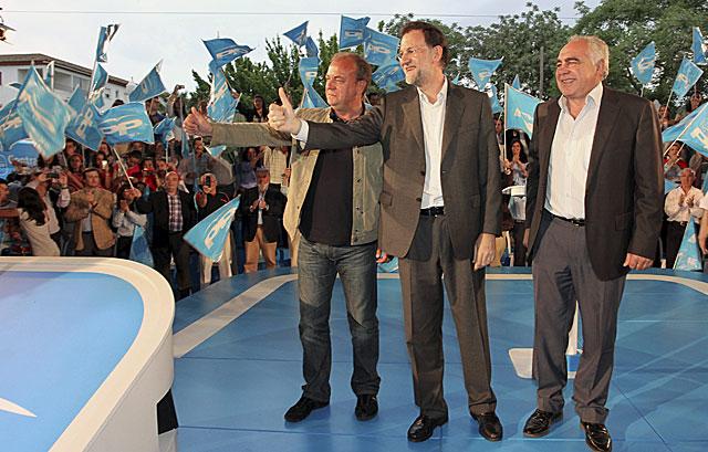 Rajoy, con Monago y el candidato para Mérida. | Efe | Jero Morales