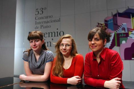 Las tres premiadas. En el centro, la española.   Manuel Cuevas