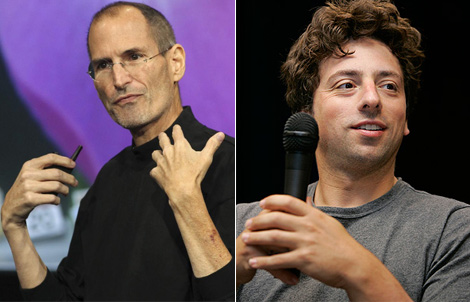 Steve Jobs, presidente de Apple (izqda.), y Sergey Brin, de Google.