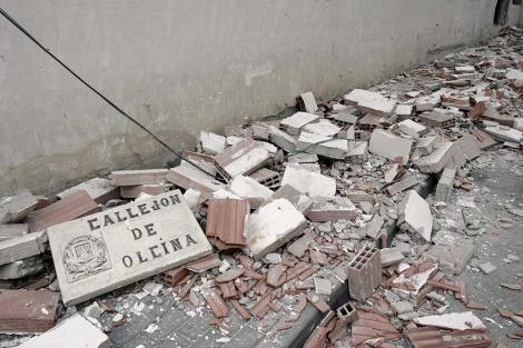 Daños materiales en el barrio de San Diego de Lorca, uno de los más afectados. | Efe