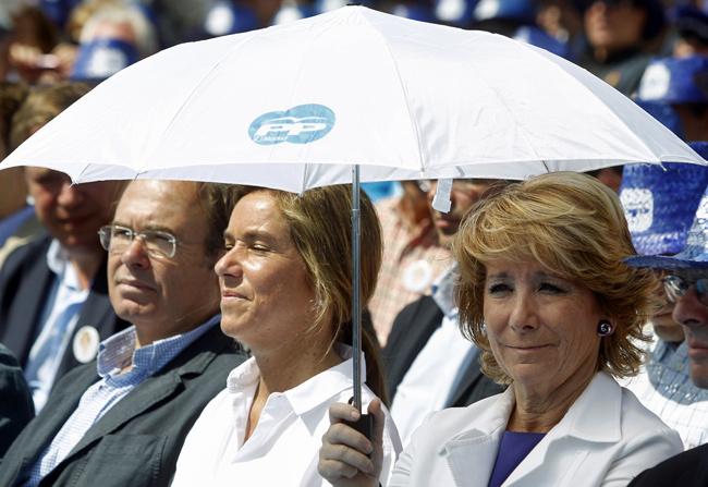 Esperanza Aguirre en un mitin del PP junto a Alberto Ruiz-Gallardón. | Antonio Heredia