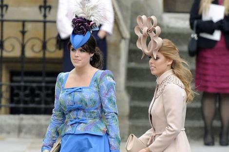 Las princesas Eugenia y Beatriz a su llegada a la Abadía de Westminster.  6d334445568