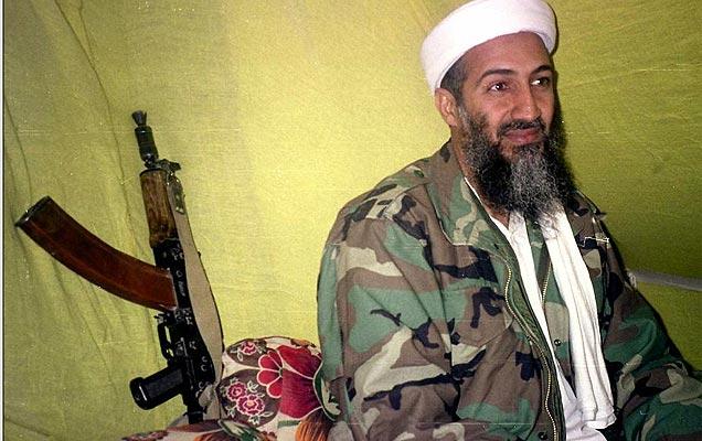 Osama Bin Laden, en una imagen de 1998, tras una reunión con un grupo de reporteros en Afganistán. | AP