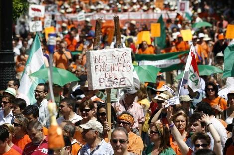 Miles de personas exigen la derogación del decreto del 'enchufismo' en la Junta. | Esther Lobato
