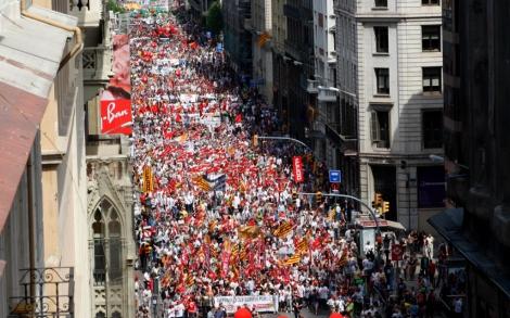 Una abarrotada Via Laietana clama contra los recortes. | Antonio Moreno