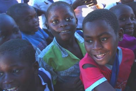 Niños en la isla de Berenguera, en Mozambique. | Foto: Javier Brandoli