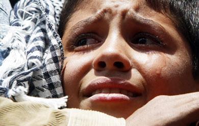 Un niño llora durante el discurso de Sharif en El Cairo. | Reuters